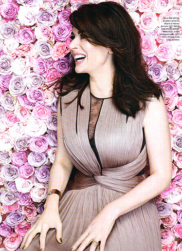 NIGELLA LAWSON-INTERNATIONAL BEST SELLING AUTHOR & TV COOKING SENSATION